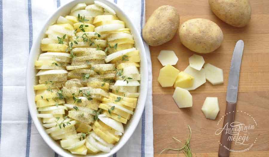 Fırında Kremalı Patates nasıl yapılır? Evinizdeki malzemelerle kolayca hazırlayabileceğiniz Fırında Kremalı Patates tarifini resimli açıklamalarla ve adım adım olarak anlattık. fırında kremalı patates,fırında kremalı patates,Fırında Kremalı Patates Tarifi,Fırında Kremalı Patates Tarifi nasıl yapılır,Fırında Kremalı Patates Tarifi,Fırında Kremalı Patates nasıl yapılır,Fırında Kremalı Patates Tarifi, Nasıl Yapılır, fırında kremalı patates oktay usta fırında kremalı patates portakal ağacı fırında kremalı patates resimli fırında kremalı kaşarlı patates fırında kremalı patates püresi fırında kremalı patates ardanın mutfağı tavada kremalı patates kremalı patates tarifi video