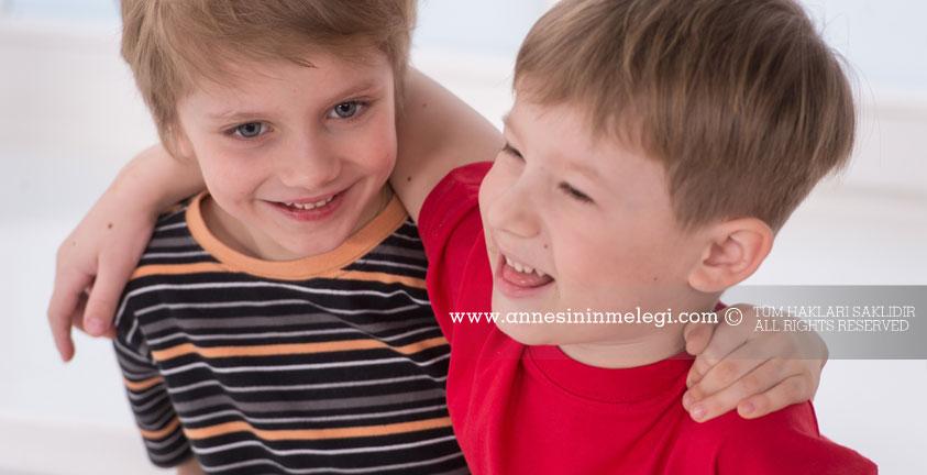 Çocuk Eğitimi: Çocuğunuzun empati yeteneğini nasıl geliştirirsiniz?Çocuklarda Empatiyi Geliştirmek. duygusal zeka nasil gelistirilir,duygusal zekayı geliştirmenin yolları,duygusal zeka nasıl geliştirilir konusu,eq nasıl geliştirilir,duygusal zekayı geliştirmek kendini tanımak ve yönetmek,çocuğun zekasını geliştirmek için ne yapmalı,çocuklarda zeka nasıl geliştiren besinler, duygusal zekası yüksek olan kişilerin özellikleri