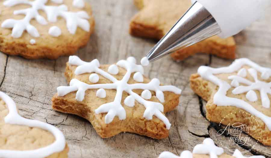 Zencefilli kurabiye nasıl yapılır? Zencefilli Tarçınlı Yeni Yıl Kurabiyesi nasıl yapılır ? Zencefilli Kurabiye tarifi, zencefilli tarçınlı pekmezli kurabiye, ev yapımı Zencefilli Kurabiye,Zencefilli Yılbaşı Kurabiyesi - Gingerbread Man Tarifi,Tarçınlı Zencefilli Kurabiye resimli tarifi / ne pişirsem?,Zencefil ve Tarçınlı Kurabiye tarifi, nasıl yapılır, yapılışı