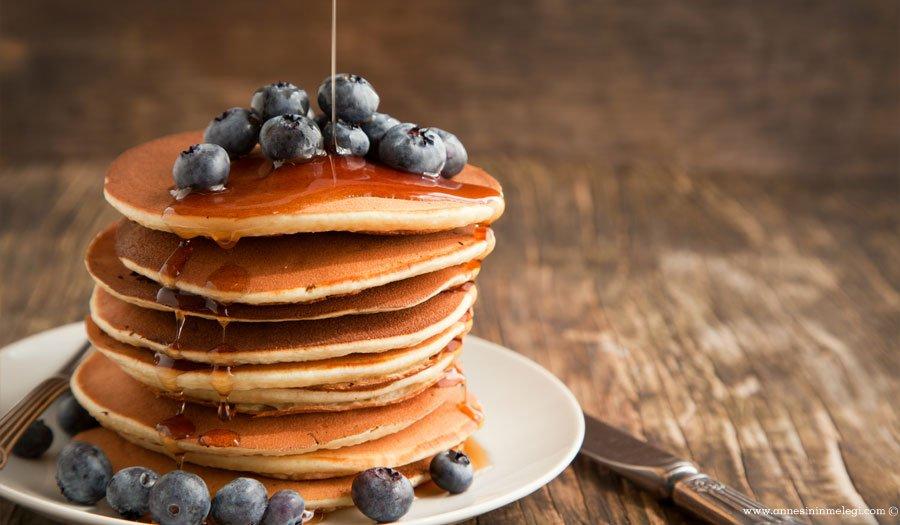 pancake tarifi, pancake nasıl yapılır, kolay pancake,(Resimli Pankek Tarifi),pankek tarifi pancake yapımı pancake tarifi pancake recipe kekler pastalar nasıl yapılır pancake tarif pancake malzemeleri pancake yapilisi, evde pankek yapımı,evde pancake tarifi,american pancakes, bebeklere pankek, çocuğa yumurta yedirmenin kolay yolu, çocuklar için kahvaltı, enfes kek tarifleri, enfes pancake, jamie oliver, jamie oliver pancake, kahvaltı, kahvaltı için farklı tarifler, kahvaltı önerileri, kahvaltı tarifi, kahvaltı tarifleri, kek, kekler pastalar nasıl yapılır, kolay kahvaltı tarifleri, kolay pankek tarifi, orjinal pankek tarifi, pancake, pancake krep değildir, pancake malzemeleri, pancake nasil hazirlanir, Pancake nasıl yapılır, pancake recipe, pancake tarif, Pancake tarifi, pancake tarifi türkcesi, pancake tarifi yapılışı, pancake türkçe tarif, pancake yapilisi, pancake yapımı, pancakes tarifi, pankek, pankek nasıl yapılır, pankek tarifi, pankek tarifi gramaj, pankek tarifleri, pratik kahvaltı tarifi, resimli pankek tarifi, sade pankek tarifi, türkçe pancake, yumurta akı nasıl köpürtülür, yumurta beyazı köpürtülerek yapılan pasta ve kekler, yumurta sevmeyen çocuğa yumurta nasıl sevdirilir? Bir haftasonu sabahı pancakelerin mutfaktan yükselen kokusu evi sardığında, kahvaltı masasında kimse pancakelere kayıtsız kalamaz. Evinizde puf puf pancakeler yapmak hiç de zor değil. Evimizdeki malzemelerle çocuklarınıza kahvaltıda pankek hazırlayabilirsiniz. Adım adım pancake nasıl yapılır resimli anlatımı yazımızda...
