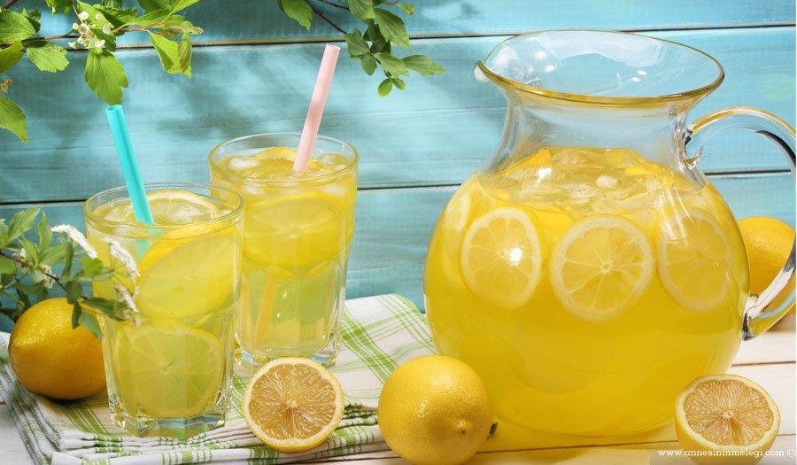 Sıcak yaz günlerinde buz gibi limonataya kim hayır diyebilir? En güzel limonata evinizde yaptığınız limonata...,Limonata nasıl yapılır? Zencefilli Naneli Limonata Tarifi limonatam, kana kana limonata , limon alacak gücüm, limon sıkacak gücüm olduğu sürece :)ev yapımı limonata limonata nasıl yapılır limonata tarifi naneli limonata,az şekerli limonata,buz gibi limonata,çocuklar için limonata,enfes limonata tarifi,ev yapımı limonata, ev yapımı limonata tarifi,evde limonata, evde limonata nasıl yapılır,evde limonata yapımı,farklı limonata tarifi,farklı limonata tarifleri,güzel limonata tarifi,kolay limonata, kolay limonata tarifi, kolay limonata yapımı,lezzetli limonata tarifi,limon, limonata,limonata malzemeleri,Limonata nasıl yapılır?,LİMONATA TARİFİ,limonata tarifleri,limonata yapılışı,LİMONATA YAPIMI,Limonata Yapmayı Öğrenin, limonlu tarifler, nane, Naneli Limonata, naneli limonata nasıl yapılır,parti için limonata,portakal, şekerli limonata, serin içecek tarifi, yaz içecekleri,zencefil, Zencefilli Naneli Limonata Tarifi