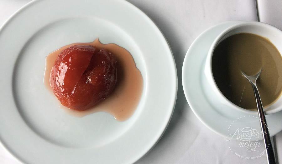 Gıda boyası kullanmadan yapabileceğiniz, pratik ve çok lezzetli, kıpkırmızı doğal bir ayva tatlısı tarifi arıyorsanız... Ayva Tatlısı Tarifi nasıl yapılır,oktay usta ayva tatlısı tarifi, ayva tatlısı nasıl yapılır fırında, ayva tatlısı arda, elmalı ayva tatlısı, kolay ayva tatlısı tarifi, ayva tatlısı nasıl kırmızı olur, ayva tatlısı nasıl yapılır video.