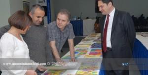 Genç ressamlar hayallerini yansıttılar     Yurtiçi Kargo'nun 23 Nisan Ulusal Egemenlik ve Çocuk Bayramı nedeniyle gerçekleştirdiği geleneksel resim yarışmasının sonuçları açıklandı.  Ünlü ressam İsmail Acar'ın da aralarında bulunduğu jüri, yaşları 6 ile 13 arasında değişen çocukların hayallerini yansıttıkları resimleri değerlendirdi.