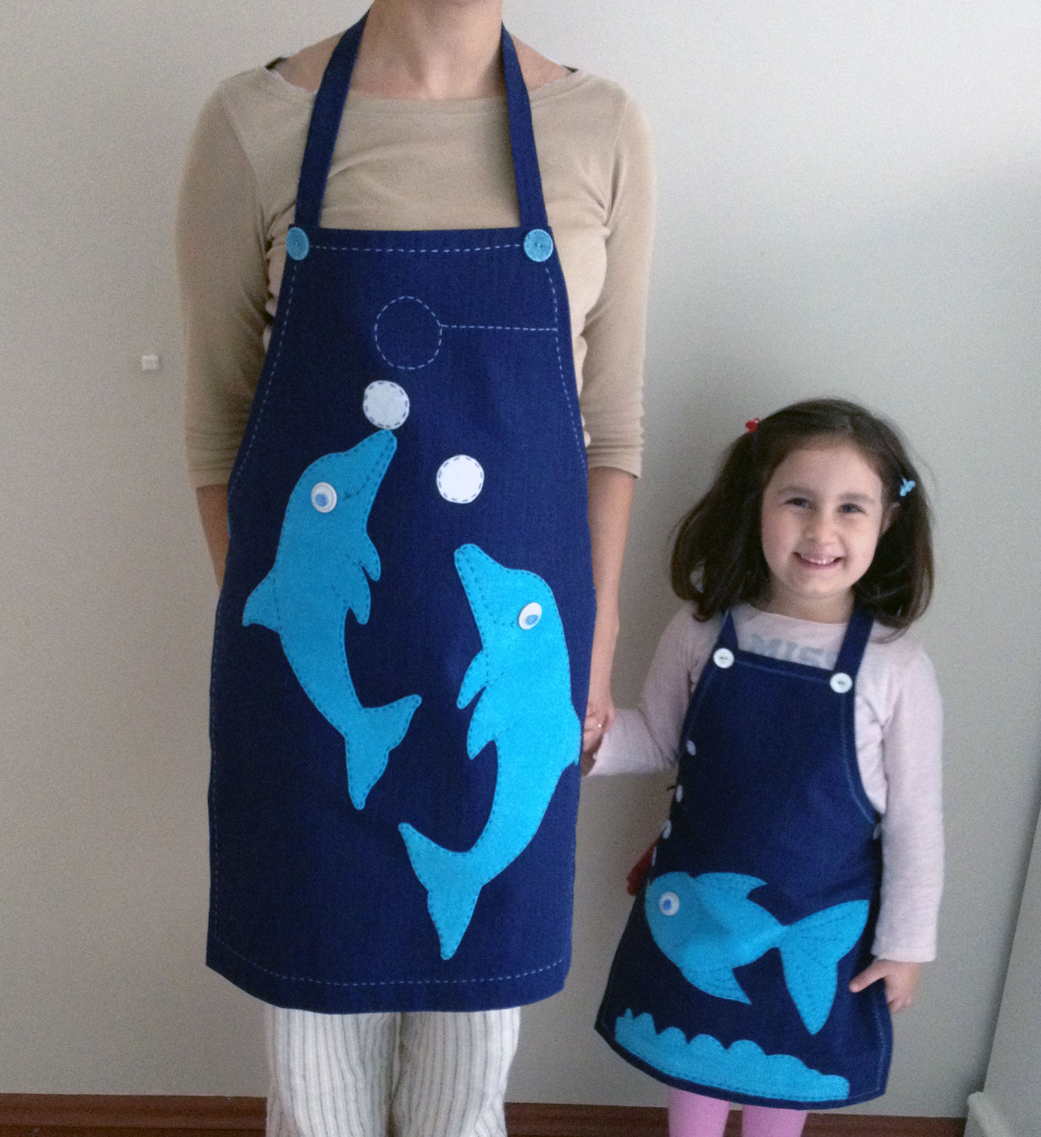 Anne ve çocuklar için el yapımı mutfak önlükleri