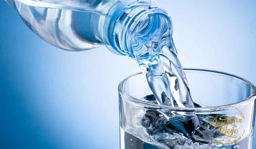 """Maden Suyu """"Anne Sütünü ve kalitesini artırır """" Hamilelik döneminde anne adayları yediklerine, içtiklerine daha fazla dikkat eder. Anne adaylarının en sık sorduğu sorulardan birisi de gebelikte maden suyu içilir mi? Maden suyunun bebeğe bir zararı olur mu? Maden suyu içmek sağlıklı mı?"""