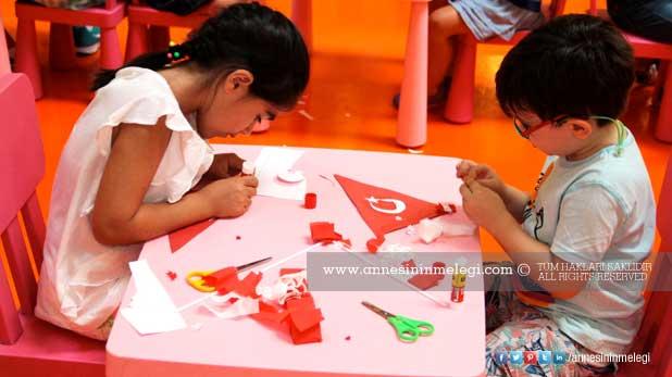 Çocuklar 30 Ağustos Zafer Bayramı'nı Trump AVM'de kutluyor