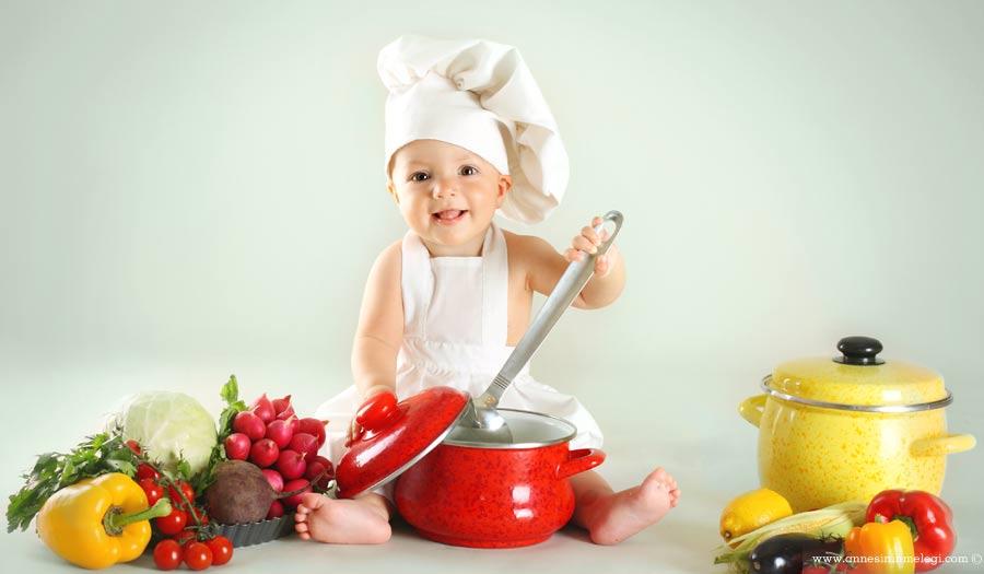 Çocuklarımızın her türlü meyve ve sebzeyi mevsiminde tüketmeli... Mevsiminde yediğimiz besinler hem daha ekonomik hem de daha çok besin maddesi içeriyor. Bu yüzden çocuklarımızın her türlü besini mevsiminde tüketmelerine özen göstermemiz gerekiyor.Hangi meyve sebze hangi mevsimde alınmalı, tüketilmeli,Yaz meyve ve sebzeleri,Mevsim meyveleri ve sebzeleri,Yaz ve Kış Sebzeleri Nelerdir,Yaz Sebzeleri Nelerdir,MEVSİMİNE GÖRE SEBZE MEYVE TAKVİMİ ,Hangi Mevsimde Hangi Meyve ve Sebze Yenir,yaz sebzeleri ve faydaları,KIŞ VE YAZ MEYVE VE SEBZELERİ,yaz sebzeleri listesi,yaz yemekleri,yaz sebze yemekleri,yaz sebzeleri nelerdir,yaz sebzeleri yemekleri,sebze yemekleri,yaz meyveleri,yaz sebzeleri isimleri,Yaz sebzeleri : Domates, biber, patlıcan, bezelye, bamya, dolmalık biber, enginar, kabak, taze fasulye, bakla,Yaz sebzeleri nelerdir, Hangi yaz sebzesini neden yemeliyiz,Yaz sebzeleri hangi sağlık sorunlarına iyi gelir, En önemli yaz sebzeleri,SEBZELER VE MEYVELER KIŞ SEBZELERİ YAZ SEBZELERİ KIŞ MEYVELERİ YAZ MEYVELERİ ,Yaz sebzeleri ve faydaları,Sebze-Meyve Takvimi, Hangi Mevsimde Hangi Sebze Yenir,Hangi sebze hangi ayda yeni, Hangi meyve hangi ayda yenmeli, Hangi sebze hangi mevsim ya da ayda tüketilmeli, Yaz sebzeleri nelerdir?,Yaz Sebzeleri Nelerdir, Yaz Sebzeleri, Türleri ve Özellikleri,Yazın yetişen sebzeler nelerdir,Kış meyveleri, Yaz meyveleri Kış sebzeleri, Yaz sebzeleri nelerdir, Kış meyveleri, Yaz Meyve ve sebzeleri,Kış meyve ve sebzeleri, Kış Sebzeleri Nelerdir, kış sebzeleri ve faydaları, kış, sebzeleri listesi, kış yemekleri,kış sebze yemekleri,kış sebzeleri nelerdir,kış sebzeleri yemekleri,sebze yemekleri,kış meyveleri, kış sebzeleri isimleri,kış sebzeleri, kış sebzeleri nelerdir, kış sebzeleri nelerdir, Hangi kış sebzesini neden yemeliyiz,kış sebzeleri hangi sağlık sorunlarına iyi gelir, En önemli kış sebzeleri, kış sebzeleri nelerdir,kış Sebzeleri Nelerdir,kış Sebzeleri, Türleri ve Özellikleri,kışın yetişen sebzeler nelerdir, kış Meyve ve sebzeleri,