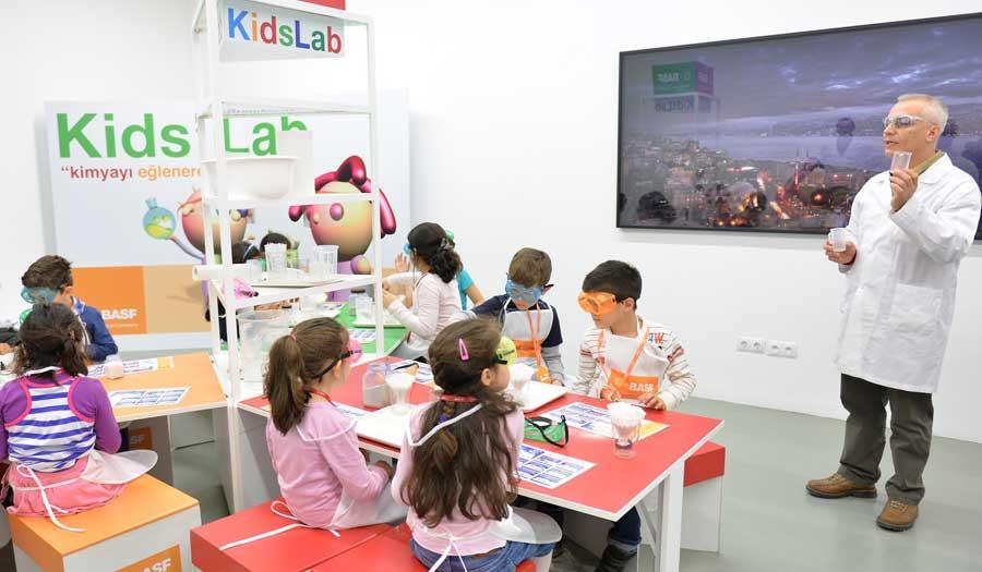 Çocuklar Kids' LAB ile kimyayı eğlenerek öğreniyor. BASF'nin, çocuklara bilimi sevdirme misyonuyla hayata geçirdiği Kids' Lab deneylere katılmaya ne dersiniz? BASF Kids' Lab eğlenceli deneylerle İstanbul Modern'de küçük ziyaretçileriyle buluşacak. Ücretsiz etkinlik. Çocuklarımız İstanbul Modern'de BASF Kids' Lab ile kimyayı keşfedecek.çoçuk tiyatroları istanbul anadolu, ücretsiz aktiviteler, çoçuk tiyatroları istanbul avrupa yakası, çoçuk tiyatroları istanbul anadolu yakası, ücretsiz çoçuk etkinlikleri, ücretsiz çoçuk tiyatroları istanbul 2016, istanbul ücretsiz etkinlikler 2016,ücretsiz aktiviteler, ücretsiz çoçuk tiyatroları istanbul 2016, çoçuk tiyatroları istanbul anadolu, istanbul ücretsiz etkinlikler 2016, çoçuk tiyatroları istanbul avrupa yakası, çoçuk tiyatroları istanbul anadolu yakası, avm etkinlikleri, Kültür Sanat Etkinlikleri, Konser Tiyatro Sergi Fuar Eğlence Festival Yarışma Gösteri, çocuk tiyatrosu, gösteri, sirk, tema park etkinlikleri,En Güncel Çocuk Etkinlikleri - Tiyatro, Gösteri, Atölye,Çocuk Atölyeleri, çeşitli etkinlikler,Çocuk etkinlik ve mekan önerileri,İstanbul'da çocuklarla gezilecek müzeler, atölye çalışmaları, açık hava aktiviteleri,Çocuk Oyunları,çocuk tiyatroları,ücretsiz etkinlik,istanbul etkinlikleri,çocuk etkinlikleri,çocuk aktiviteleri,haftasonu çocuk etkinliği, haftasonu n yapsak,haftasonu çocuk için,çocuk etkinlikleri
