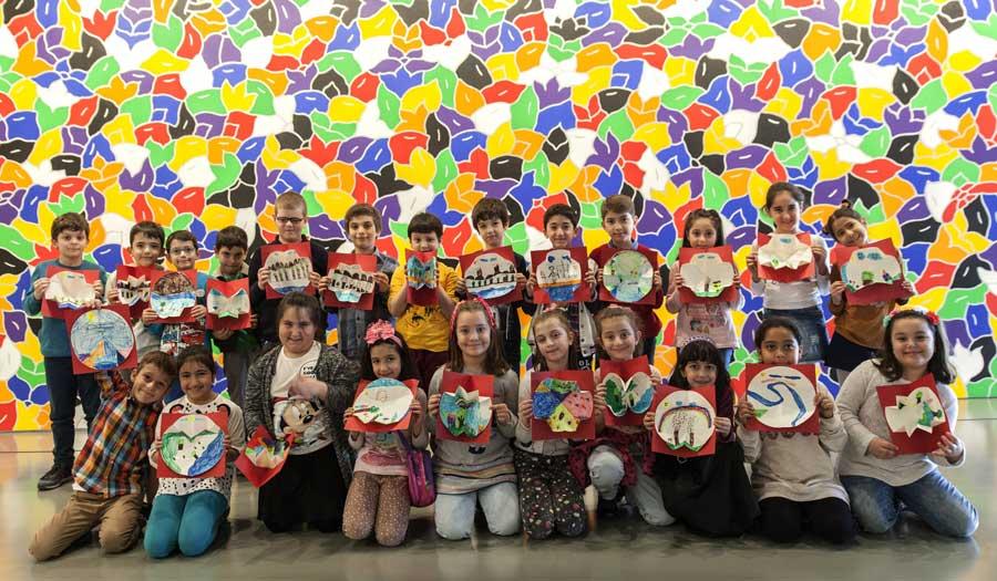 """İstanbul Modern, 23 Nisan Ulusal Egemenlik ve Çocuk Bayramı'nda yine binlerce çocuğu ağırlayacak. 4-12 yaş arası çocuklar 11. Çocuk Şenliği'nde """"Dünya için hayallerim var"""" diyerek doğa ile sanatı buluşturacak. Etkinlik, 19-24 Nisan tarihleri arasında ücretsiz olarak gerçekleşecek. ücretsiz çocuk etkinliği, ücretsiz çocuk atölyesi"""