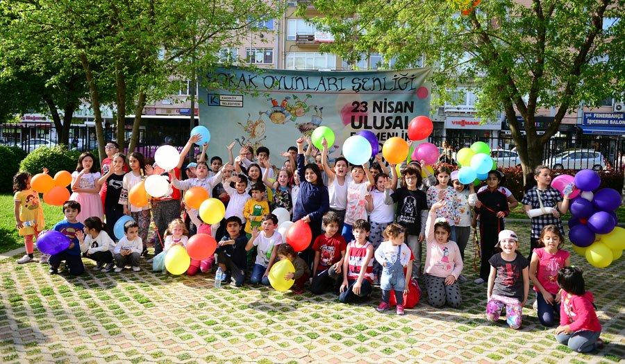 23 Nisan Ulusal Egemenlik ve Çocuk Bayramı etkinlikleri kapsamında bahçesini çocuklara açan Kadıköy Belediyesi, çocuklarımız için birçok etkinlik düşünmüş...