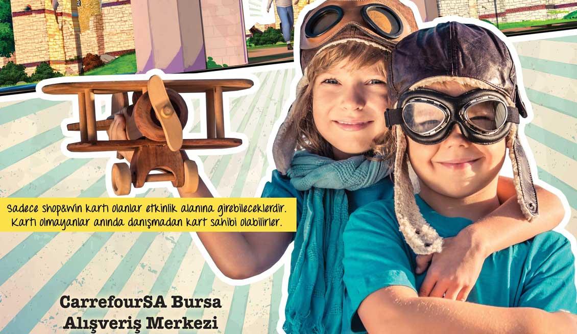 """CarrefourSA Bursa AVM'nin, 16 – 24 Nisan tarihlerinde 11:00 - 20:00 saatleri arası ev sahipliği yapacağı """"Minik Kanatlar"""" etkinliğinde çocuklar, ilk uçuş deneyiminin heyecanını yaşarken hem eğlenecek, hem de eğlenirken öğrenecekler. Ücretsiz Etkinlik"""