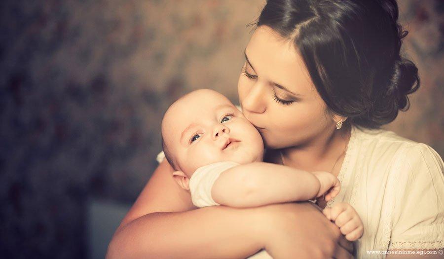 Kim ne derse desin… Bebeğinizi Sık Sık Kucaklamaktan Çekinmeyin!