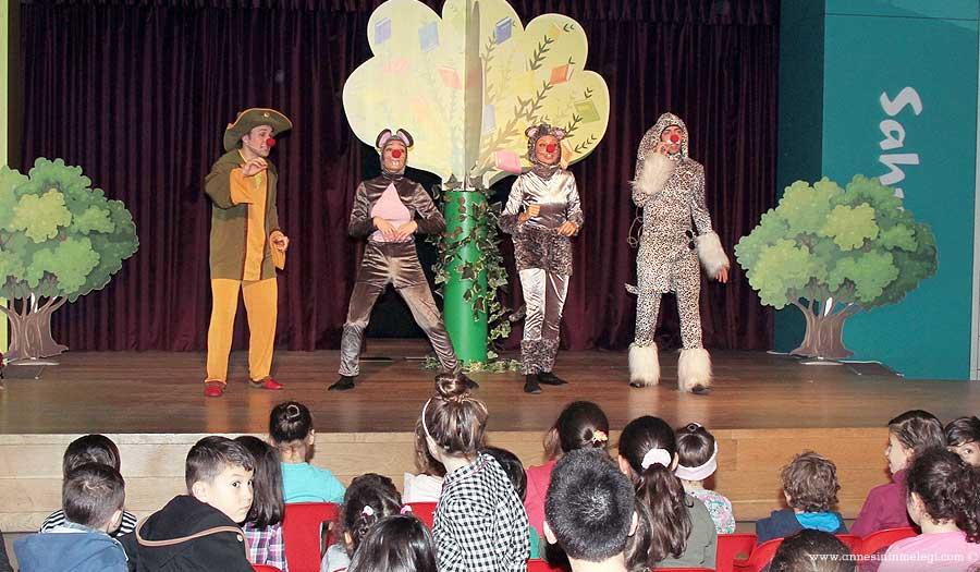 Trump Alışveriş Merkezi'nde bu hafta sonu çocuklar için hem eğlenecekleri hem de el becerilerini geliştirecekleri renkli etkinlikler var! Trump Alışveriş Merkezi,Deniz Kabuğu Süsleme Atölyesi,Eğlenceli tiyatro oyunları,Cesur Farecik-cik,En Güçlü Kim,Trump Çocuk Katı Sahnesi,Etkinliklerin tümü ücretsiz,ücretsiz tiyatro oyunu,ücretsiz sanat atölyesi,ücretsiz çocuk etkinlikleri,çocuk etkinlikleri,çocuk aktiviteleri,Etkinliklerin tümü ücretsiz,Trump Alışveriş Merkezi,deniz kabukları süsleme, deniz kabuğu boyama, deniz kabuklarını renklendirme.ücretsiz etkinlik,ücretsiz çocuk oyunu,ücretsiz tiyatro oyunu,istanbul çocuk etkinlikleri,haftasonu etkinlik,haftasonu ne yapsam