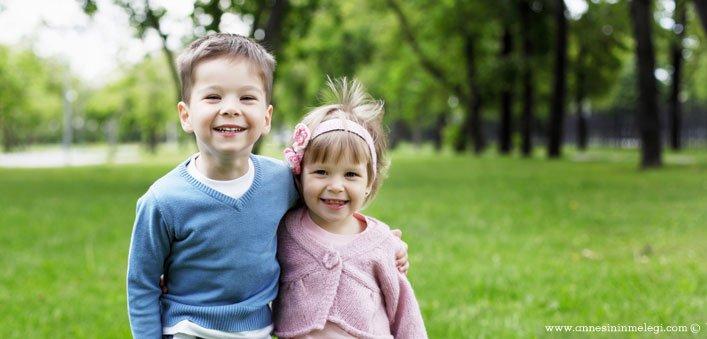 Mutlu Çocuklar Yetiştirmek için 11 temel kural... Mutlu, özgüveni yüksek, kendine ve başkalarına karşı saygılı bireyler, mutlu bir çocukluktan yetişir.Çocuklarınızla doğada daha fazla zaman geçirin. Çıplak ayakla çimlerde eğlenmesine izin verin.Mutlu çocuk yetiştirmek istiyorsanız,tutarlılık,mutlu cocuk yetistirmenin sirlari,mutlu çocuk yetiştirme sanatı,çocuğun mutluluğu sözleri,Mutlu çocuk yetiştirmenin sırları!,Mutlu Çocuğun 11 Sırrı,Mutlu çocuk yetiştirmenin sırrı nedir,Mutlu çocuğun sırrı,Uyuyan çocuk mu mutludur, mutlu çocuk mu uyur,tutarlılık,Mutlu çocuk nasıl olur,Hayatı mutlu yaşayabilmek için,Mutlu Ailenin Sırrı,Mutlu çocuğun sırrı mutlu aile,Mutlu Çocuk Sahibi Olmanın Sırları,ÇOCUK BÜYÜTÜRKEN ÖNERİLER,çocuk büyütenlere öneriler,Bebek Eğitimi, Çocuk Gelişimi, Zeka Gelişimi,Mutlu Çocuk Sahibi Olmanın Sırları,mutlu çocuklar yetiştirmek için öneriler