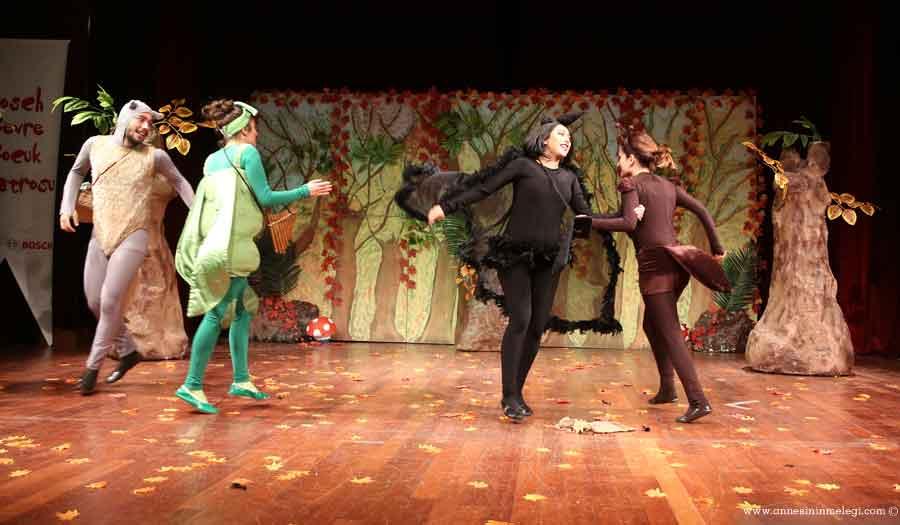 """""""La Fonten Orman Mahkemesinde"""" çocuk tiyatro oyunu bu yıl Türkiye'nin özellikle doğusundaki 16 ili ücretsiz olarak gezecek. Bosch Çevre Çocuk Tiyatrosu,La Fonten Orman Mahkemesi,Muş, Bingöl, Elazığ, Malatya, Şanlıurfa, Kahramanmaraş, Kayseri, Aksaray, Konya, Isparta, Burdur, Antalya, Mersin ,ücretsiz etkinlik,çocuk tiyatro oyunu,çocuk etkinlikleri,haftasonu ne yapsak,haftasonu programı,haftasonu çocuk etkinliği."""