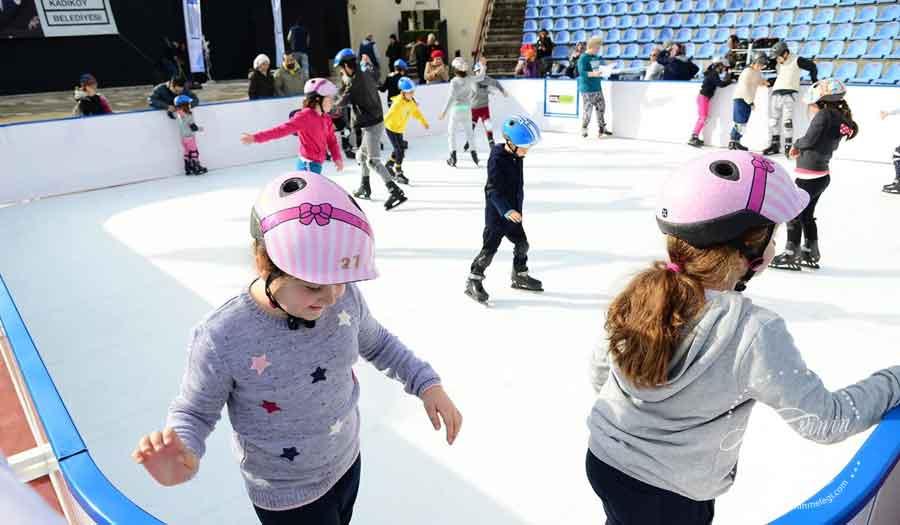 Çocuklarımız hala ücretsiz atölyelerden faydalanabilir, indirimli çocuk tiyatrolarını izleyebilir yarıyıl tatilinde çok daha keyifli vakit geçirebilir.Ayrıca Selamiçeşme Özgürlük Parkı Amfi Tiyatro içerisinde kurulan sentetik buz pisti kaymayı seven çocukları bekliyor. Ücretsiz olan buz pisti 26 Şubat'a kadar 12.00/ 20.00 saatleri arası ziyaret edilebilir. Kozyatağı Kültür Merkezi Sanat Galerisi,Çocuk Kitapları Günleri, Kadıköy Belediyesi Kozyatağı Kültür Merkezi, Kozzy,İş Bankası Kültür Yayınları, Yapı Kredi Kültür Sanat Yayınları, Can Yayınları, Artemis – Alfa- Everest Yayınları, Epsilon Yayınevi, Tudem Yayın Grubu, Doğan Egmont Yayıncılık, Pegasus Yayınları, Redhouse Çocuk Yayınları,Origami Atölyesi,Dans Atölyesi ,Pantomim Atölyesi ,Dolgu Bebek Yapımı Atölyesi,sömestr tatili ,Selamiçeşme Özgürlük Parkı Amfi Tiyatro ,biçki-dikiş tekniği ,Dolgu Bebek Yapımı Atölyesi ,Yarıyıl Şenlikleri ,Kadıköy Belediyesi,ücretsiz çocuk etkinlikleri
