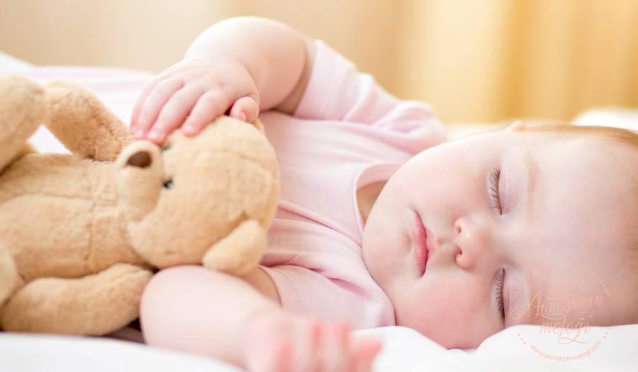 Bebeğim uyumuyor | 0-3 aylık bebek uykusu hakkında merak ettiğiniz herşey. Artık bebeğiniz bütün gece uyusun istiyorsunuz. 3 aylık bebeklerde uyku düzeni nasıl sağlanır 3 aylık bebek uyku eğitimi 3 aylık bebeğin gündüz uykusu nasıl olmalı 3 aylık bebek uyku saatleri 3 aylık bebek gece kaç saat uyur bebeklerde uyku düzeni tablosu bebeklerde ay ay uyku düzeni bebeklerde uyku düzeni oluşturma yöntemleri