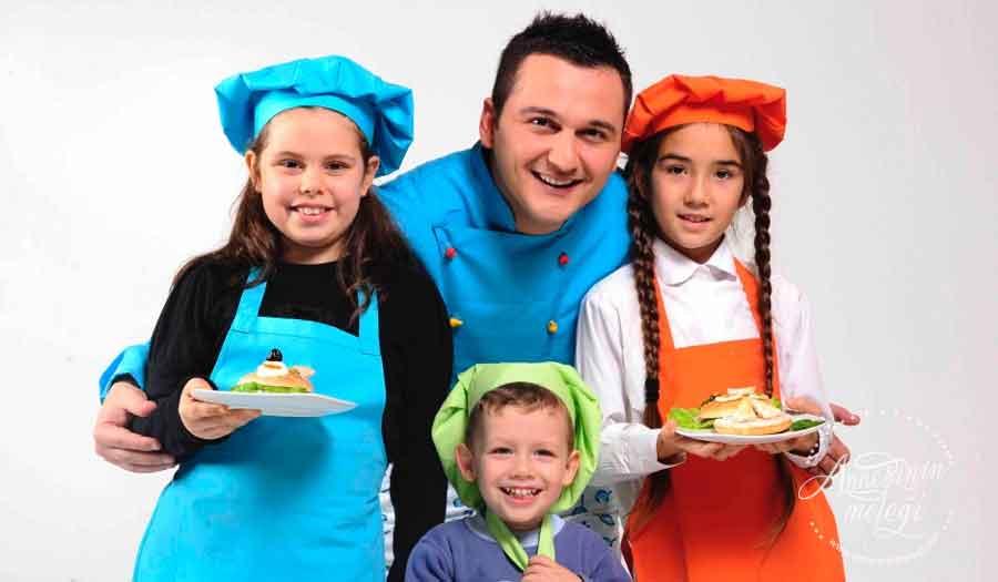 """11-15 Yaş Arası Çocuklar için """"Tatil Mutfakta"""" Eğitimleri Ağustos Ayında Başlıyor! çocuklara özel Aşçılık ve Pastacılık eğitimleri.kurabiye ve cupcake yapımı, bonibonlu chocolate chips, çilekli magnolia, çikolatalı puding, antep fıstıklı panna cotta, poğaça, açma, paskalya çöreği, ıslak kek, muffin, çikolatalı pasta, pandispanya, pasta hazırlanması, Pastacılık , Tatil Mutfakta,taze makarna yapımı, temel makarna sosları, restoran tatlıları, pizza hamuru ve pizza sosu, et ve kümes hayvanları pişirme teknikleri ve smoothie,ÇOCUKLAR İÇİN Aşçılık ve Pastacılık eğitimleri,çocuklara özel Aşçılık ve Pastacılık eğitimleri"""