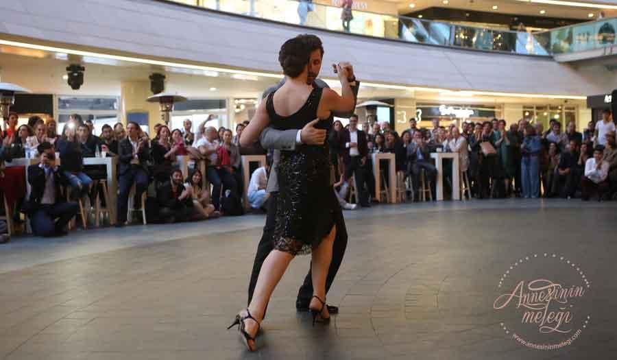 Tangonun kalbi Kanyon'da atacak! Kanyon gelenekselleşen Milonga etkinliği ile tango severleri 18 Temmuz akşamı dans rüzgarı ile karşılayacak. Milonga,Tango ,Kanyon,ritim,dans,tango eğitmenleri,Tango ritimleri ücretsiz etkinlik avm etkinlikleri istanbul etkinlikleri