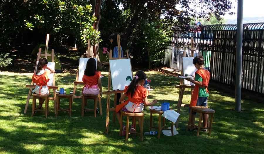 Sabancı Üniversitesi Sakıp Sabancı Müzesi'nde Yaz Okulu 25 Haziran'da başlıyor. Bu yaz, 25 Haziran'dan 20 Temmuz'a kadar 7-11 yaş arasındaki çocuklara çok kapsamlı bir program sunmaya hazırlanan Sakıp Sabancı Müzesi; fotoğraftan resme, tasarımdan ilüstrasyona, felsefeden yogaya kadar pek çok alanda çocuklara kendilerini geliştirme imkanı sunacak.