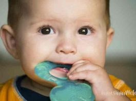 Bebekler çiğnemeye nasıl alıştırılır? Bebeklerin çiğnemeye alıştırılması için öncelikle bebek diş kaşıyıcılarına ve ek gıda denemelerine ilk başladığınız andan itibaren pütür içeren meyve suları, sebze çorbalarına ihtiyacınız var.